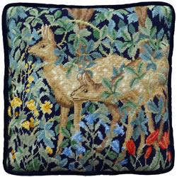 Petit Point borduurpakket Henry Dearle - Greenery Deer Tapestry - Bothy Threads