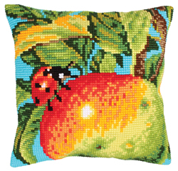 Cushion cross stitch kit Ladybug on the Apple - Collection d'Art