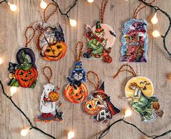 Cross stitch kit Halloween Toys Kit of 8 pieces - Leti Stitch