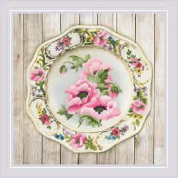 Borduurpakket Plate with Pink Poppies - Satin Stitch - RIOLIS